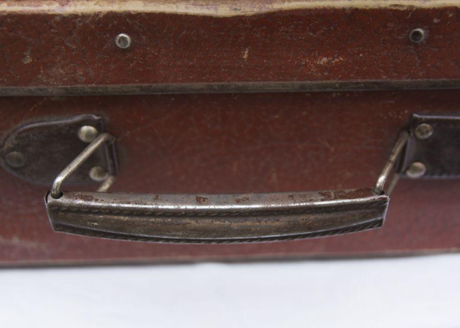 cdd8428cdd1f4 Stare ładne walizki retro. Cena za sztukę. Jedna czerwona (54X34X15 cm),  druga mniejsza brązowa ręcznie obszywana rączka skórzana (44X30X13cm).